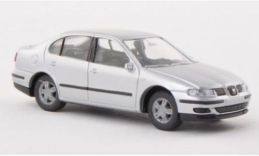 Seat Toledo 1/87 AWM II grise sans Vitrine miniature