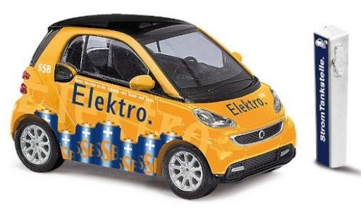 Smart ForTwo 1/87 Busch Fortwo SSB 2012 avec Zapfsäule miniature