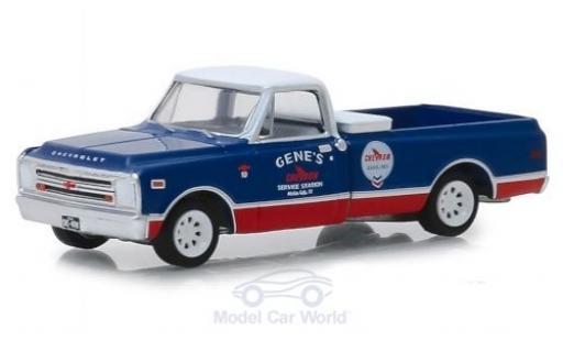 Chevrolet C-10 1/64 Greenlight Genes Chevron Service Station 1968 miniature