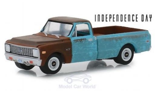 Chevrolet C-10 1/64 Greenlight bleue/marron Independence Day 1971 mit Schmutzeffekt miniature