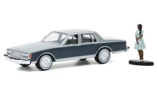 Chevrolet Caprice Classic 1/64 Greenlight metallise grise/matt-grise 1981 avec figurine miniature