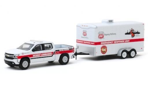 Chevrolet Silverado 1/64 Greenlight Phillips 66 Emergency Response Unit 2019 avec Zweiachsanhänger miniature
