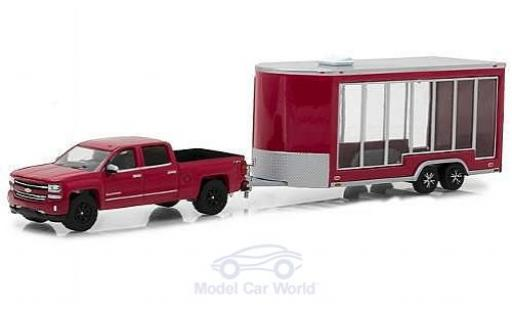 Chevrolet Silverado 1/64 Greenlight rouge/grise 2016 mit Display Trailer miniature
