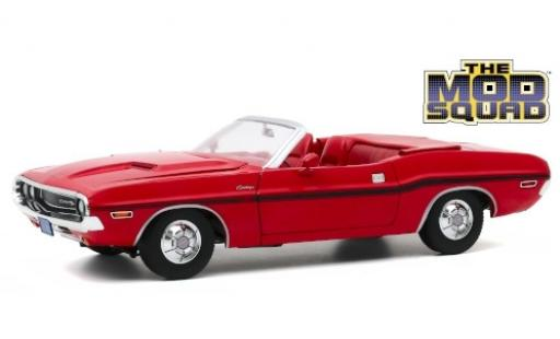 Dodge Challenger 1/18 Greenlight R/T Convertible red/Dekor The Mod Squad 1970 diecast model cars