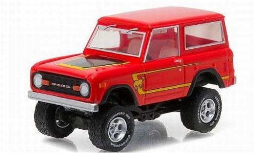 Ford Bronco 1/64 Greenlight rouge/Dekor 1977 All Terrain Series 4 ohne Vitrine miniature