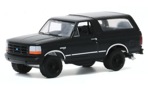 Ford Bronco 1/64 Greenlight noire 1994 miniature
