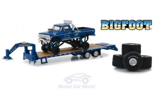 Ford F-250 1/64 Greenlight Monster Truck Bigfoot 1974 with Gooseneck Trailer and Tires miniature