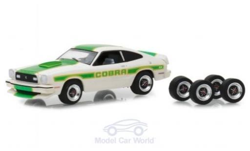 Ford Mustang 1/64 Greenlight II Cobra II white/Dekor 1978 mit Ersatzräder diecast