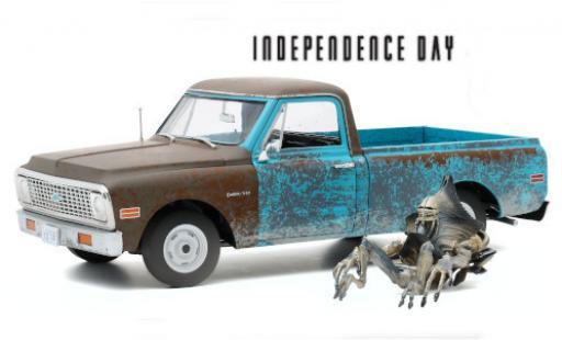 Chevrolet C-10 1/18 Highway 61 blue/grey Independence Day 1971 avec traces d et Alien-figurine diecast model cars