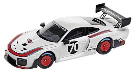 Porsche 991 GT2 RS 1/18 I Minichamps 935 white/Dekor No.70 Martini 2018 Basis: 911 (.2)