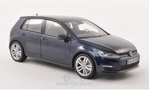 Volkswagen Golf VII 1/18 Norev VII metallic-dunkelbleue 5-Türer miniature