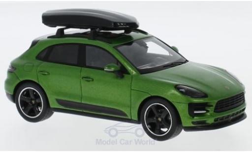 Porsche Macan 1/43 Spark metallic-grün mit Dachbox diecast