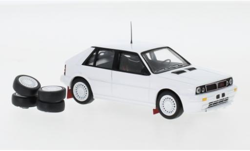 Lancia Delta 1/43 IXO HF Integrale 16V blanche 1989 Plain Body Version y compris les Zusatzteile miniature