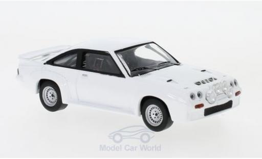 Opel Manta 1/43 IXO 400 blanche 1986 Plain Body Version inklusive 4 Ersatzräder miniature