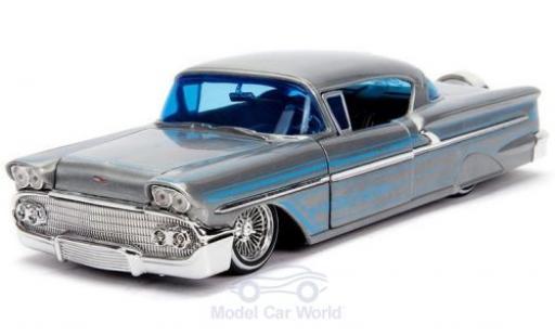 Chevrolet Impala 1/24 Jada Hardtop grise/bleue 1958 miniature