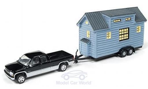 Chevrolet Silverado 1/64 Johnny Lightning 1500 metallise noire/grise 2002 mit Tiny House ohne Vitrine miniature