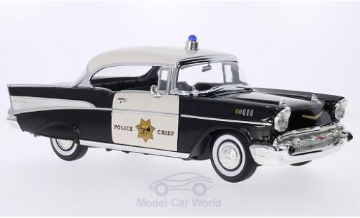 Chevrolet Bel Air 1957 1/18 Lucky Die Cast Hardtop noire/blanche California Highway Patrol 1957 Police Chief Polizei (USA) miniature