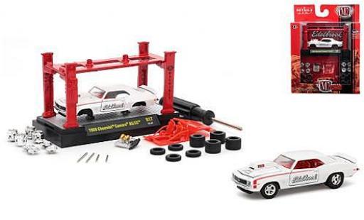 Chevrolet Camaro 1/64 M2 Machines RS/SS blanche Edelbrock 1969 Model-Kit Kit y compris les 4 Ersatzrädern miniature