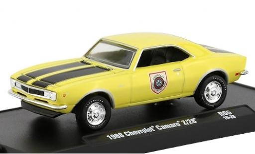 Chevrolet Camaro 1/64 M2 Machines Z/28 jaune/matt-noire Sports Department 1969 miniature