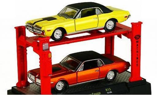 Mercury Cougar 1/64 M2 Machines 1968 voiture Lift 2er-Set: chaque 1x jaune/noire et le cuivre/noire ainsi que Hebebühne miniature