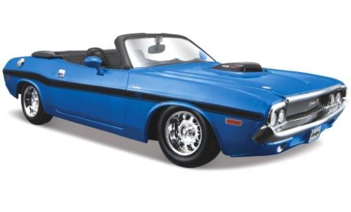 Dodge Challenger 1/24 Maisto R/T Convertible metallise bleue 1970 miniature