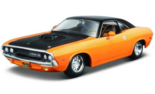 Dodge Challenger 1/24 Maisto R/T orange/noire 1970 miniature