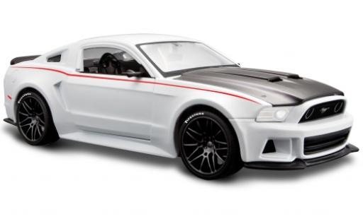 Ford Mustang 1/24 Maisto Street Racer blanche/matt-noire 2014 miniature