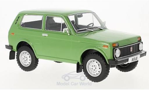 Lada Niva 1/18 MCG verte 1976 miniature