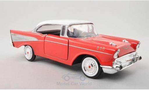 Chevrolet Bel Air 1957 1/24 Motormax Hardtop rouge/blanche miniature