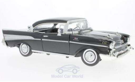 Chevrolet Bel Air 1/18 Motormax noire 1957 miniature