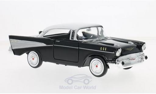 Chevrolet Bel Air 1/24 Motormax noire/blanche 1957 miniature
