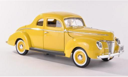 Ford Deluxe 1/18 Motormax jaune 1940 miniature