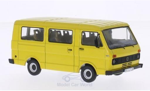 Volkswagen LT28 1/43 Premium ClassiXXs jaune miniature