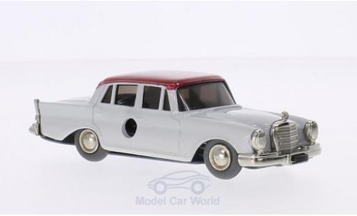 Mercedes 220 1/0 Schuco SE grise/rouge Micro Raceer miniature