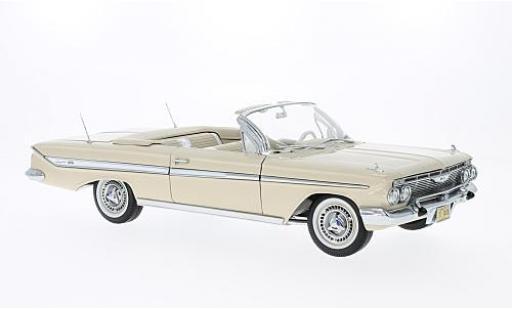 Chevrolet Impala 1/18 Sun Star Convertible beige 1961 miniature
