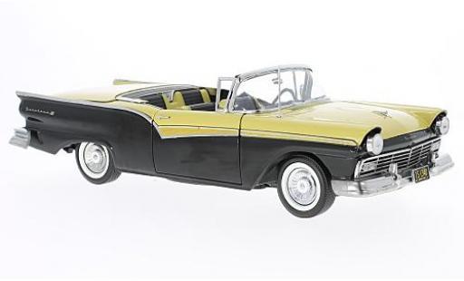 Ford Fairlane 1/18 Sun Star 500 Skyliner noire/jaune 1957 miniature