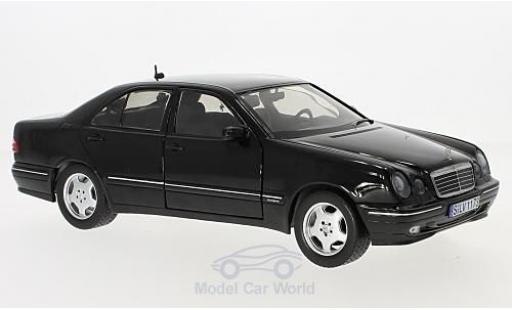 Mercedes Classe E 1/18 Sun Star E320 (W210) noire miniature