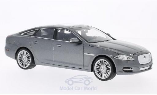Jaguar XJ 1/24 Welly metallise grey 2010 diecast model cars