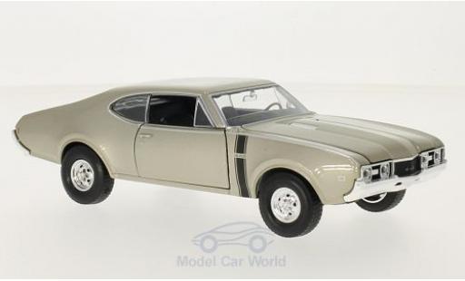 Oldsmobile 442 1/24 Welly metallise beige diecast model cars