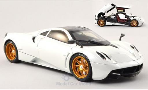 Pagani Huayra 1/18 Welly met.-blanche (GTA Edition) ohne Vitrine miniature