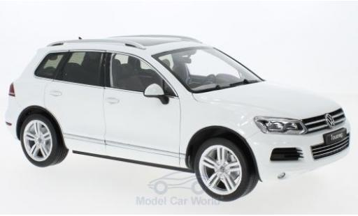 Volkswagen Touareg 1/18 Welly II white GTA Edition diecast