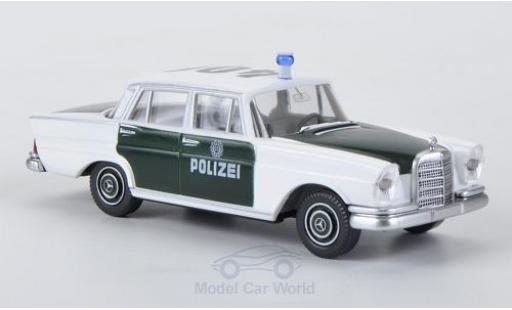 Mercedes 220 1/87 Wiking S blanche/grün Polizei miniature