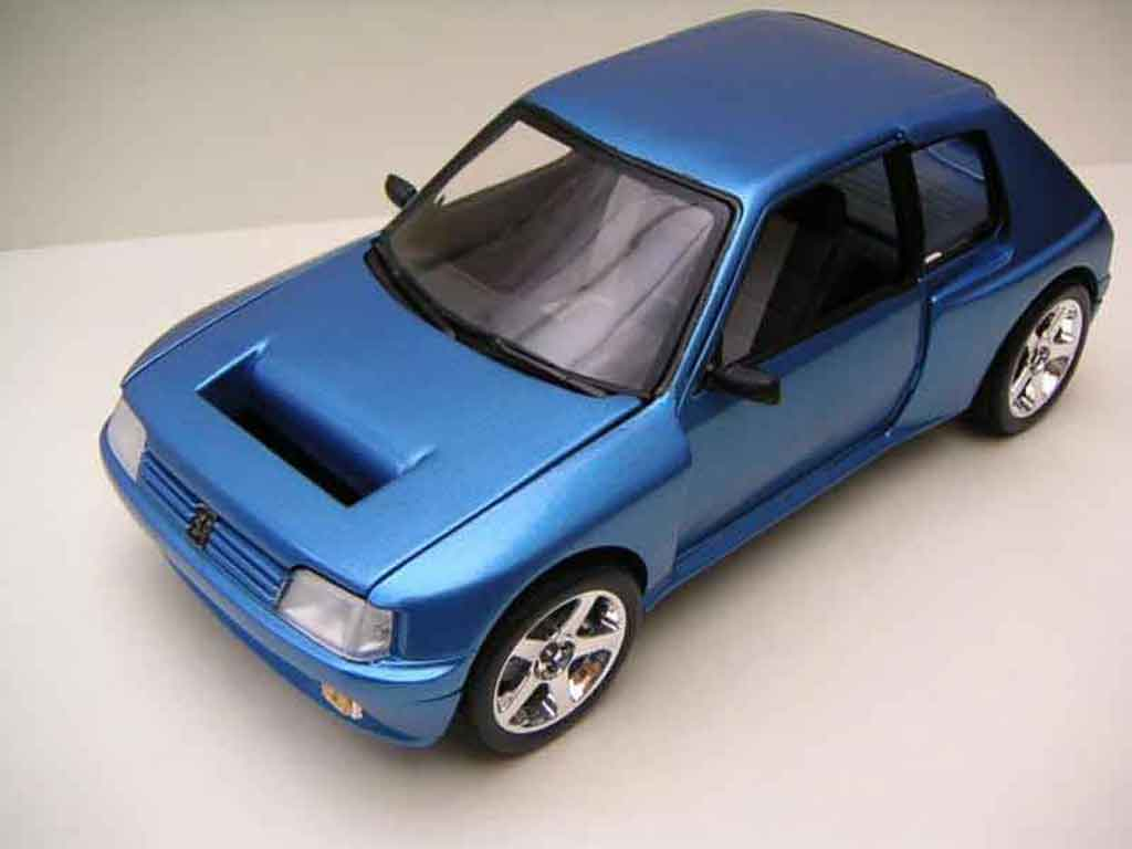 Peugeot 205 Turbo 16 1/18 Solido blau T16