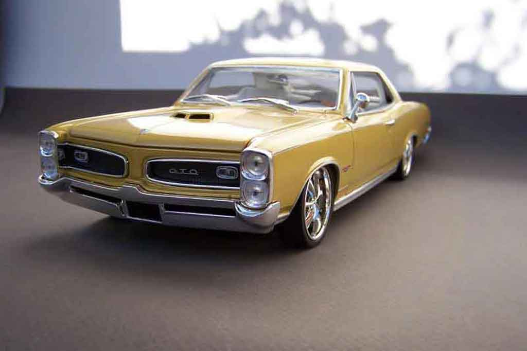 Pontiac GTO 1/18 Welly westcoast  tuning miniature