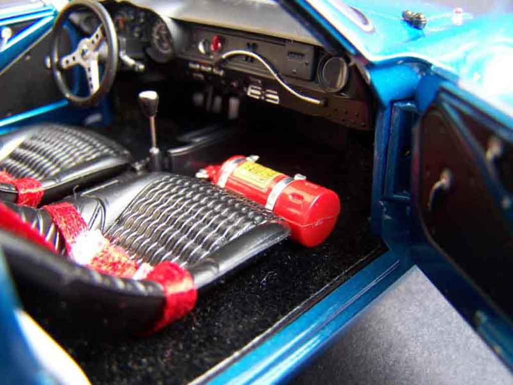Renault alpine a110 miniature preparee solido 1 18 for Interieur alpine a110