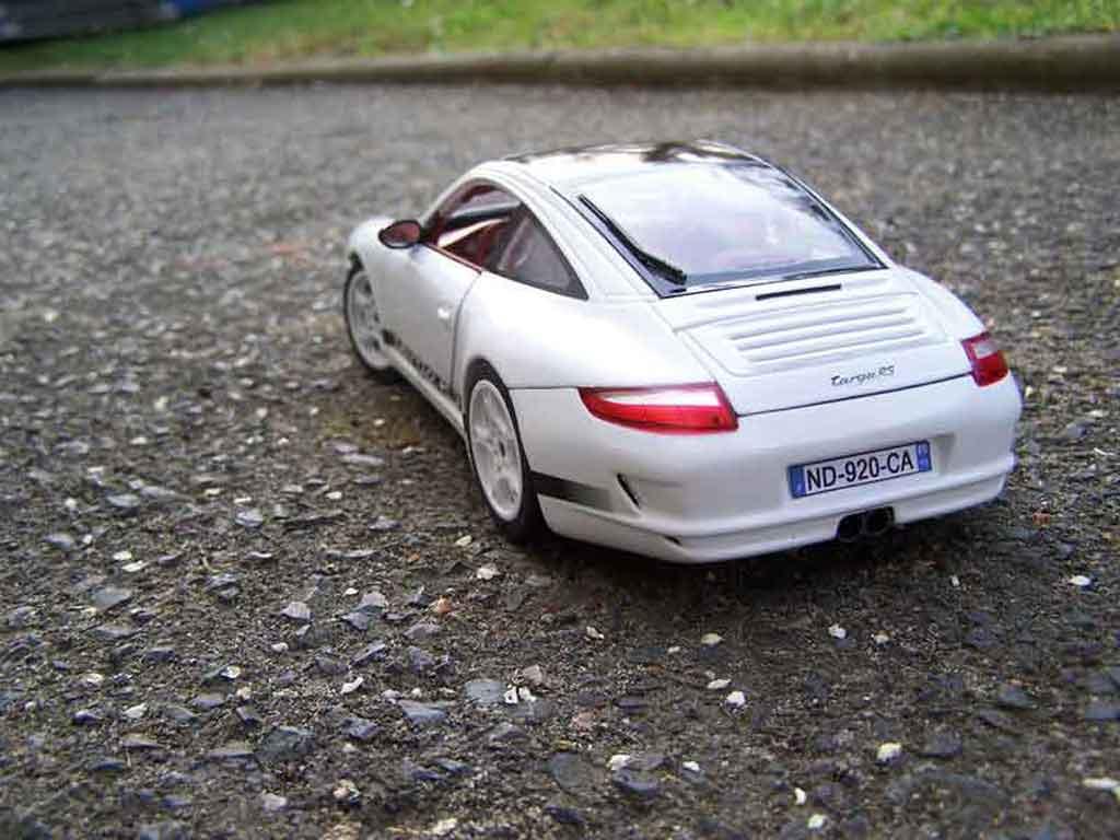Porsche 997 Targa 1/18 Norev Carrera rs blanche