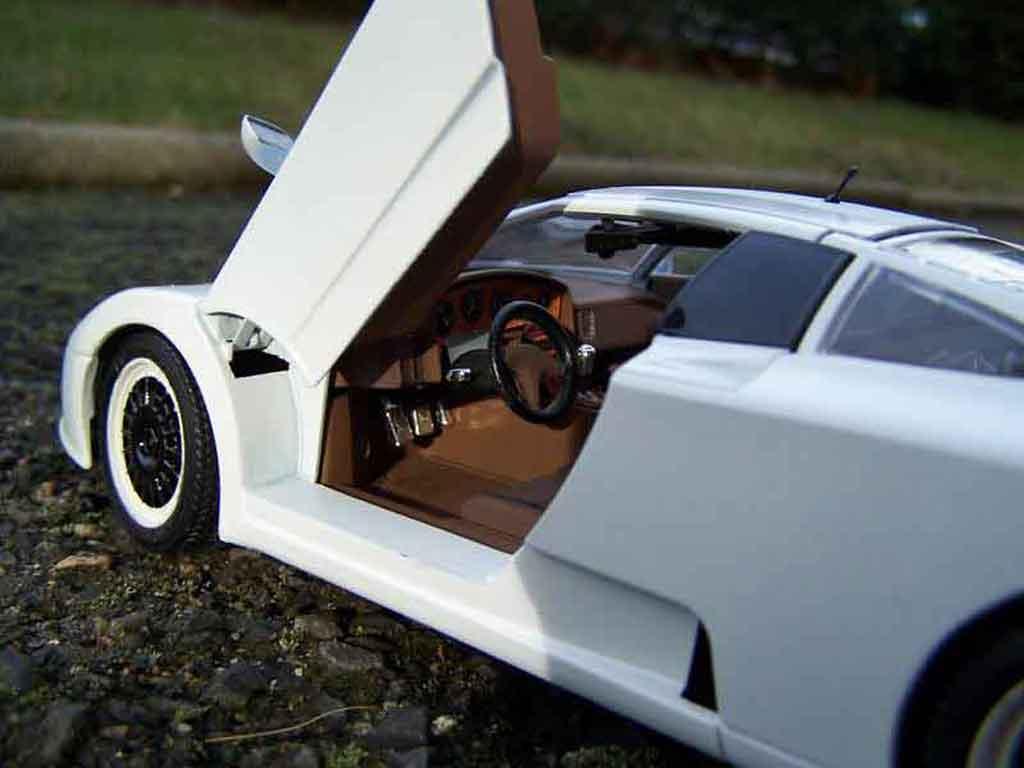 Bugatti EB110 1/18 Burago special edition