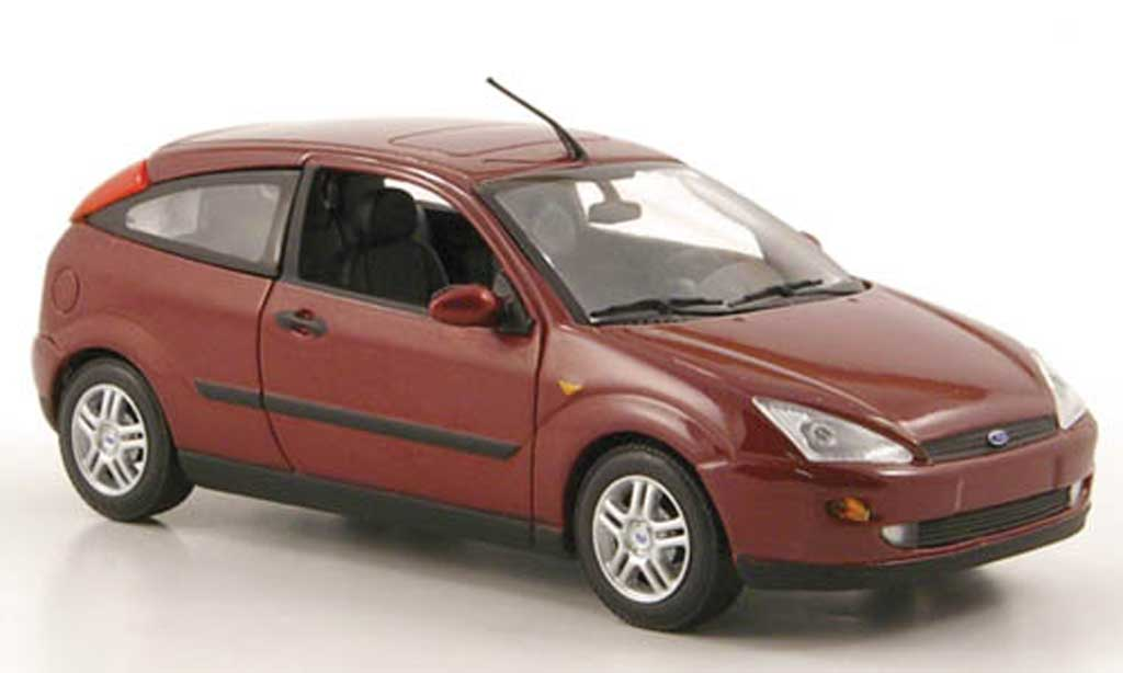 Ford Focus 1/43 Minichamps rouge 3-portes 2002 miniature
