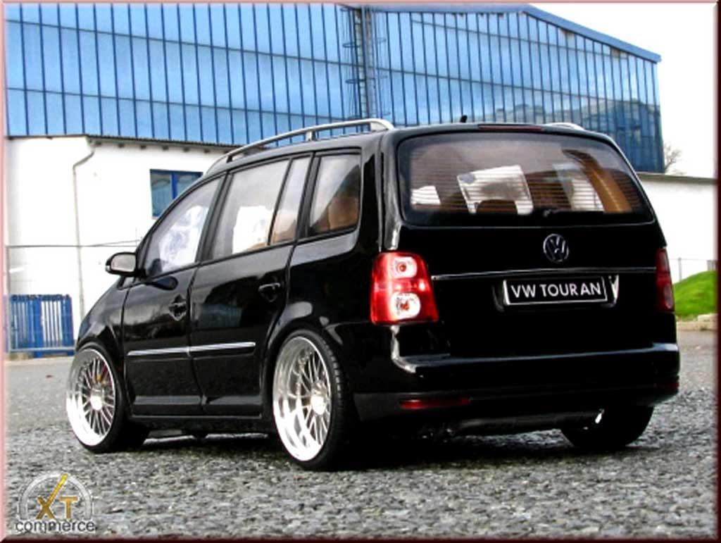 Volkswagen Touran 1/18 Shanghai Volkswagen noire jantes alu 18 pouces tuning miniature