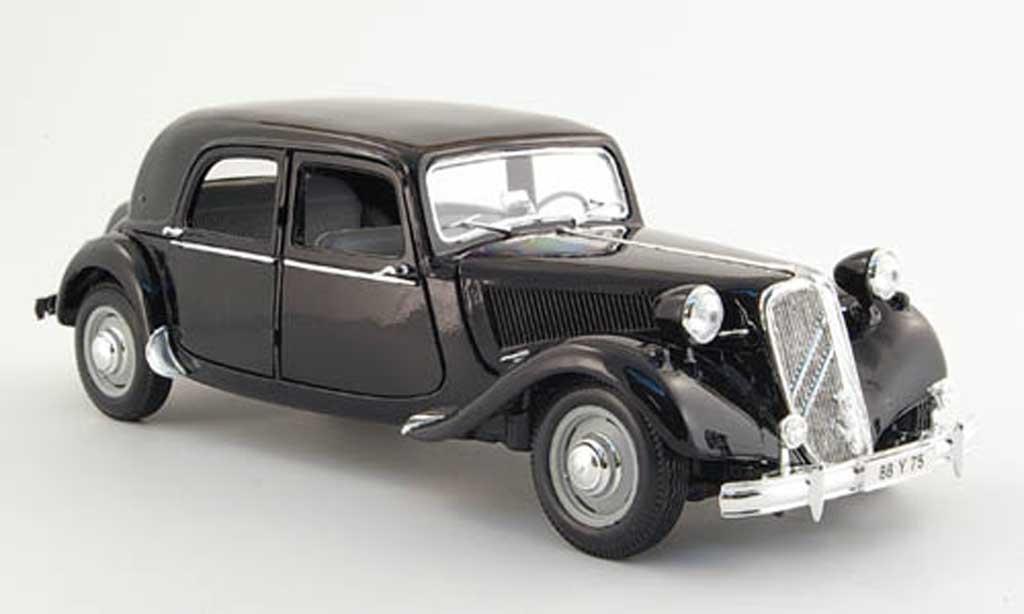 Citroen Traction 15 1/18 Maisto cv noire 1952 miniature